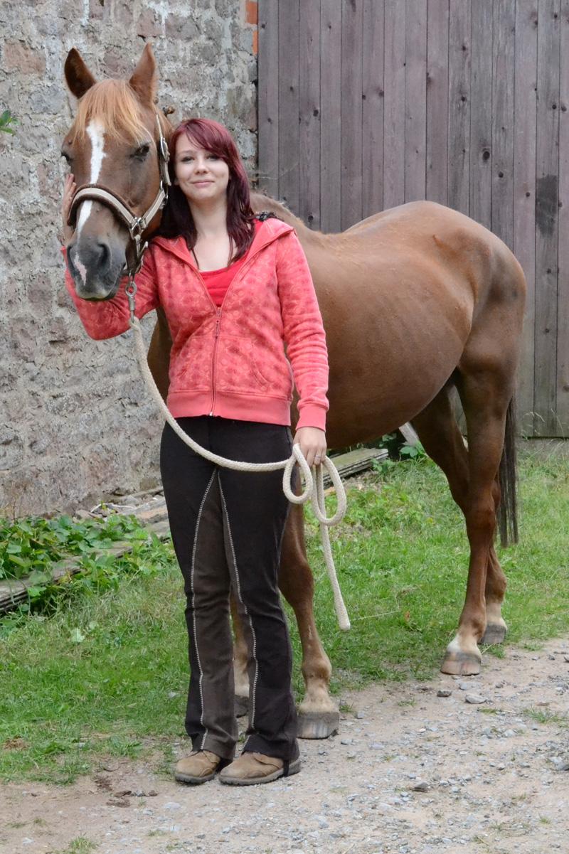 Sarah mit Pferd